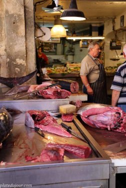 Food market in Siracusa Sicily 4